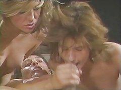 Хлопець скінчив в рот масажистці дивитися класичні порно фільми